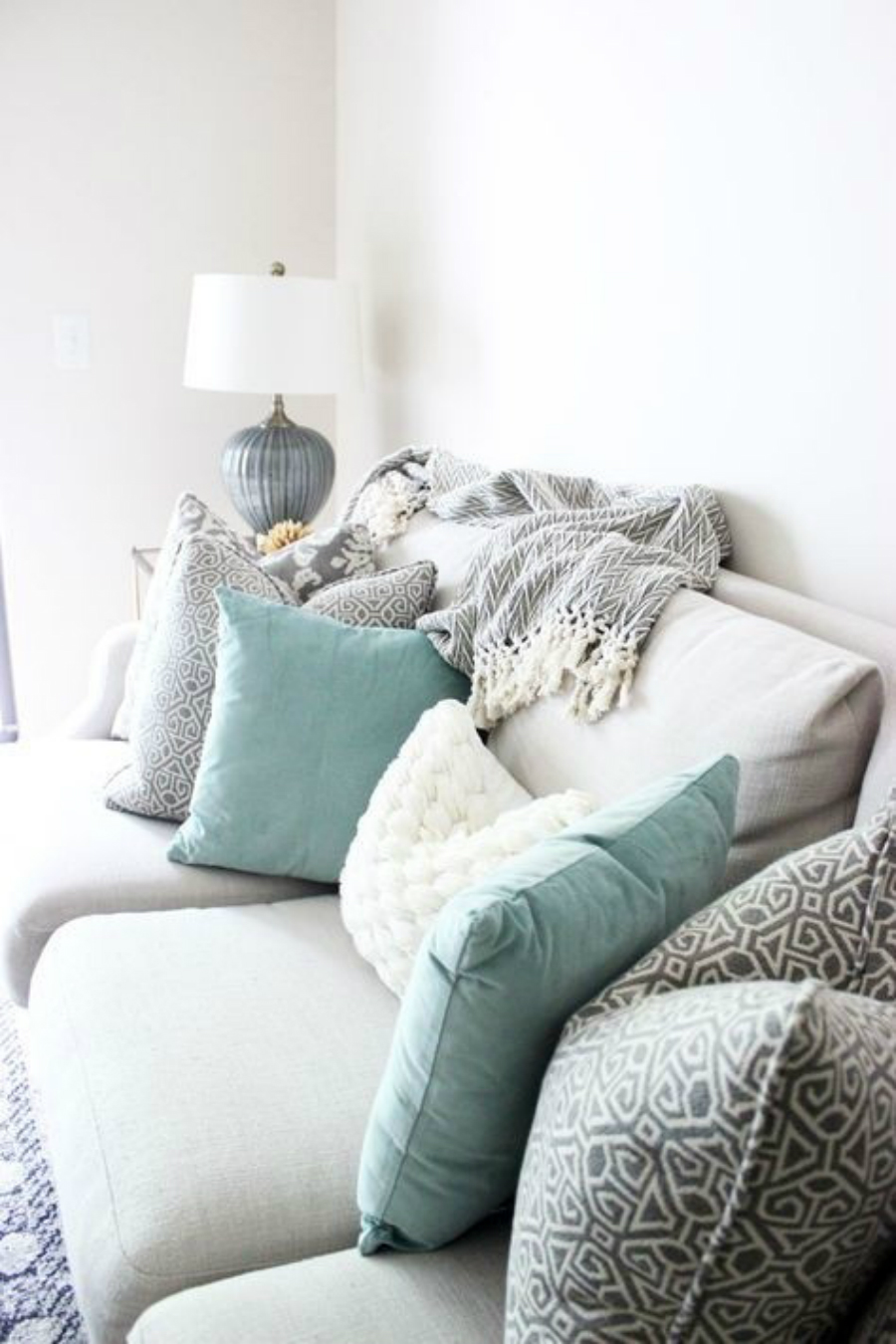 Upholstery Fabrics Inspiration: How to Style with Pillows upholstery fabrics inspiration Upholstery Fabrics Inspiration: How to Style with Decorative Pillows Upholstery Fabrics Inspiration How to Style with Decorative Pillows10